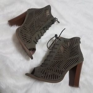 3/$35 Mix 6 khaki green platform heeled bootie 9